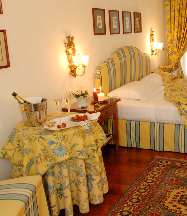 Florence h tel de luxe chambres florence h tel relais for Chambre hotel florence